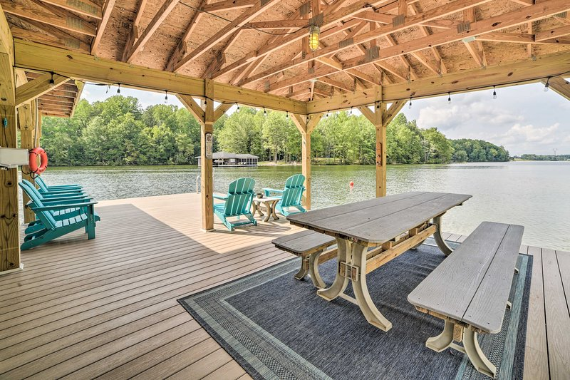 Lakeside picnics aren't hard to come by at this property!