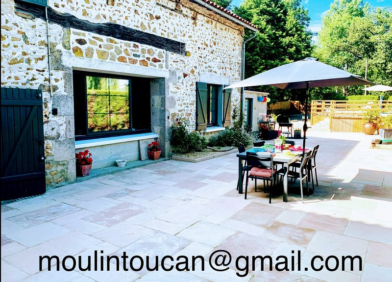 Gîte du Moulin Toucan. 4 star 3 bed on River Vincou, Full equip and private pool, vacation rental in Bellac