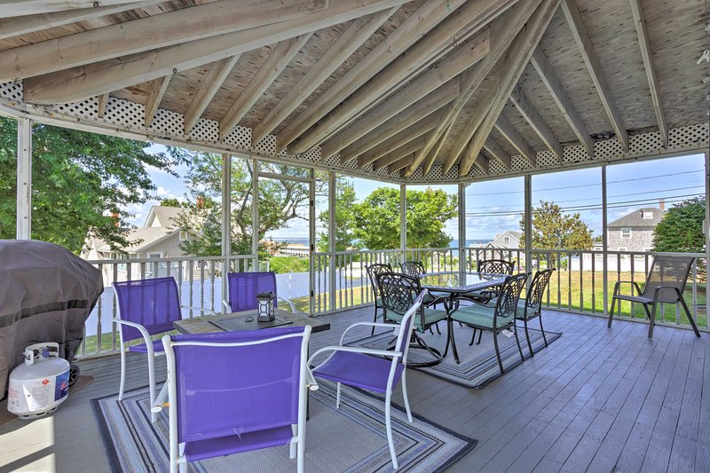 Fantastic Plymouth House w/Huge Deck & Ocean Views, casa vacanza a Marshfield