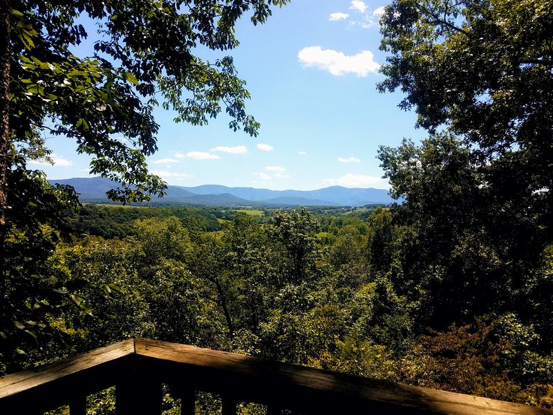 Grand View - amazing views / pet friendly, holiday rental in Luray