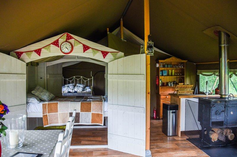Eversfield Safari Tents - Glamping on an organic farm, location de vacances à Fowley Cross