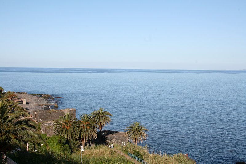 BEACHFRONT DUPLEX PENTHOUSE IN CANIÇO, holiday rental in Canico