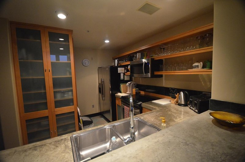 California Tropical Resort Penthouse, holiday rental in Irvine