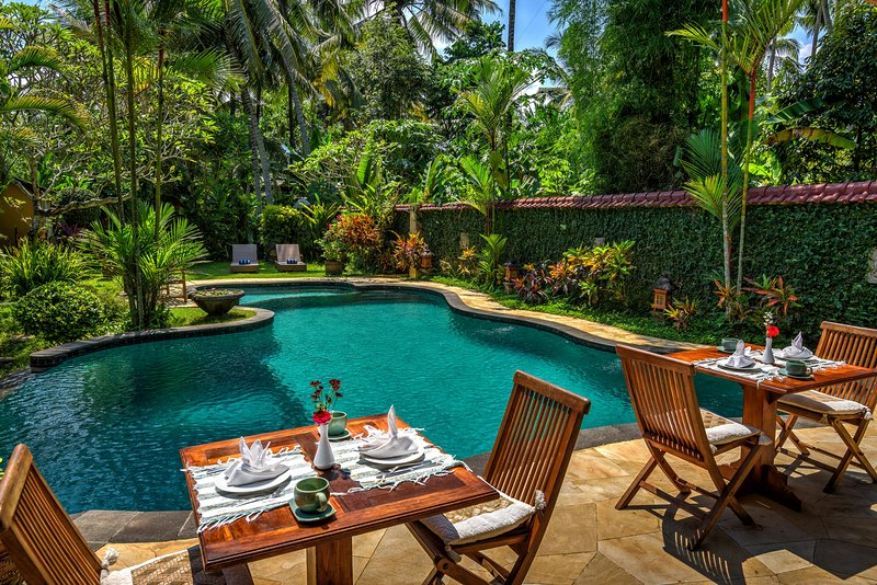 4 BR Villa with Pool & Garden View - Breakfast Close to Ubud Center, holiday rental in Lodtunduh