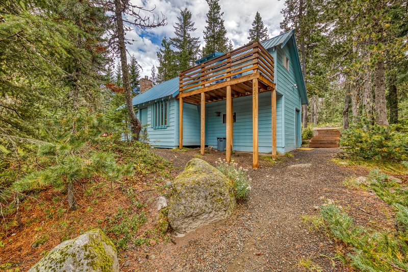 Charming dog-friendly cabin close to ski slopes and town!, holiday rental in Timberline Lodge