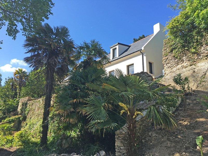 Maison ORGO, grande villa dans les palmiers, labellisée 4 étoiles., holiday rental in Le Palais