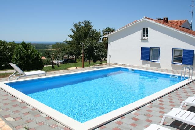 Big villa with swimming-pool & Wifi, holiday rental in Buje