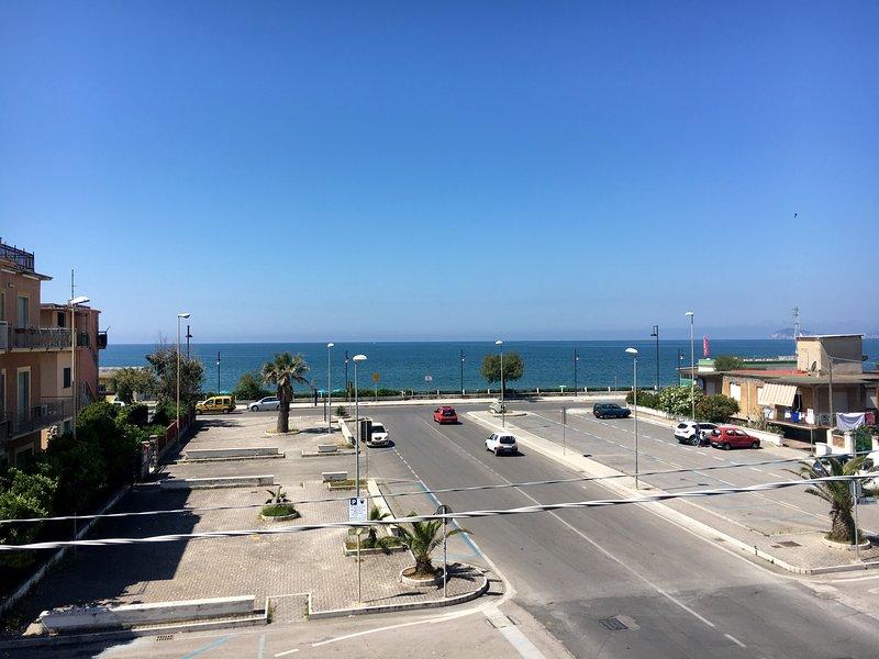 Sul mare, tra Roma e Napoli (appartamento 'girasole'), location de vacances à Minturno