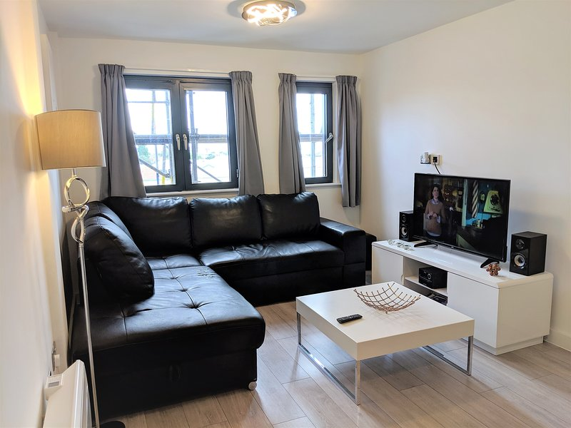 Brewery Village 1 bedroom apartment in leisure area close to Liverpool center, holiday rental in Heswall