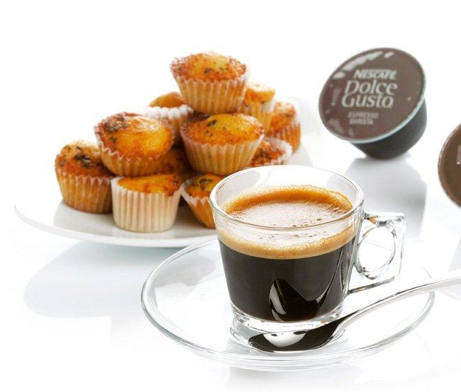 Petit-déjeuner inclus: - Huit boissons chaudes pour la cafetière Dolce Gusto - Biscuits et muffins