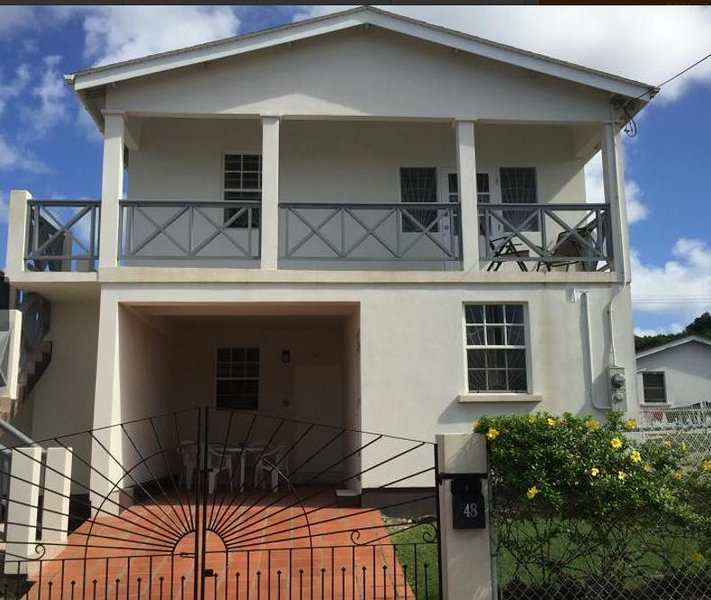 Barbados apartment , short walk to beach, quiet area and close to all amenities, location de vacances à Speightstown