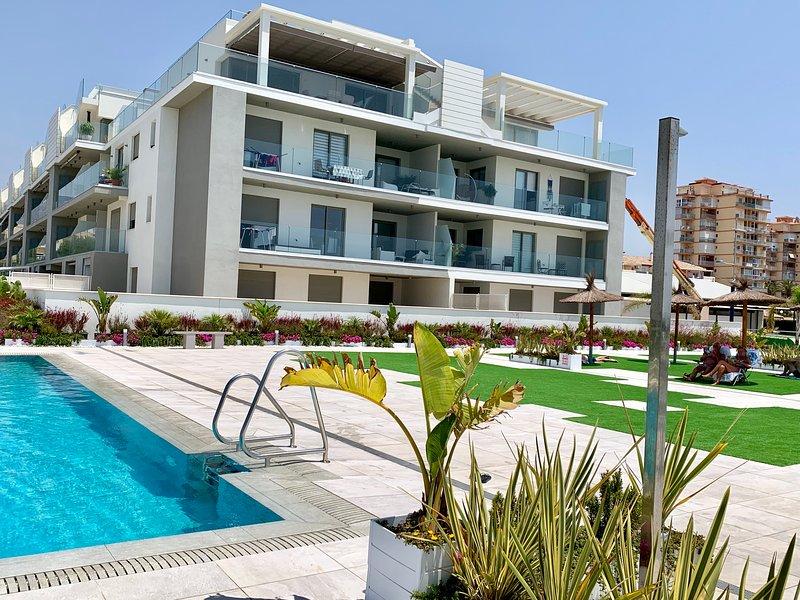 Takvåning på första linjen med stor terrass och havsutsikt, vacation rental in El Morche