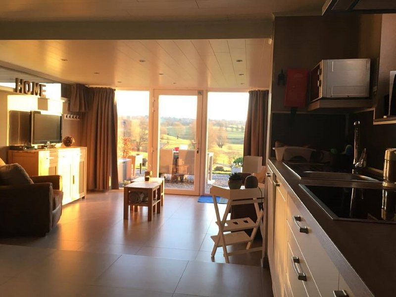 Nice apartment with terrace & Wifi, vacation rental in Limbourg