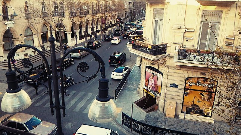 Baku Apartment! City Center! Big and Cozy Apartment!, vakantiewoning in Bakoe