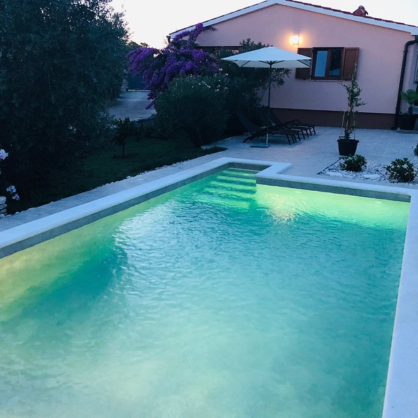 Holiday House Tesser with pool, holiday rental in Galizana