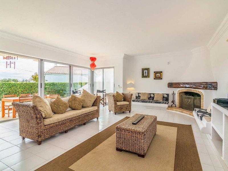 Gale de Cima Villa Sleeps 6 with Pool - 5812122, holiday rental in Patroves