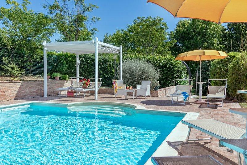 Villa Design con Piscina, 9 posti, aria condizionata,animali ammessi, Marche, aluguéis de temporada em Pergola