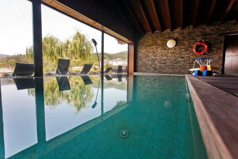 Apartamentos Rurales San Martín. Casa Ramón de María. Piscina climatizada.Jardín, holiday rental in Cadavedo