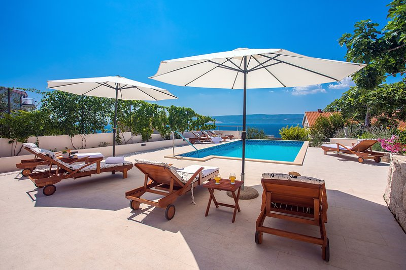 Villa Dasianda - 90 m from the beach, with private, heated pool, 5 bedrooms, holiday rental in Stanici