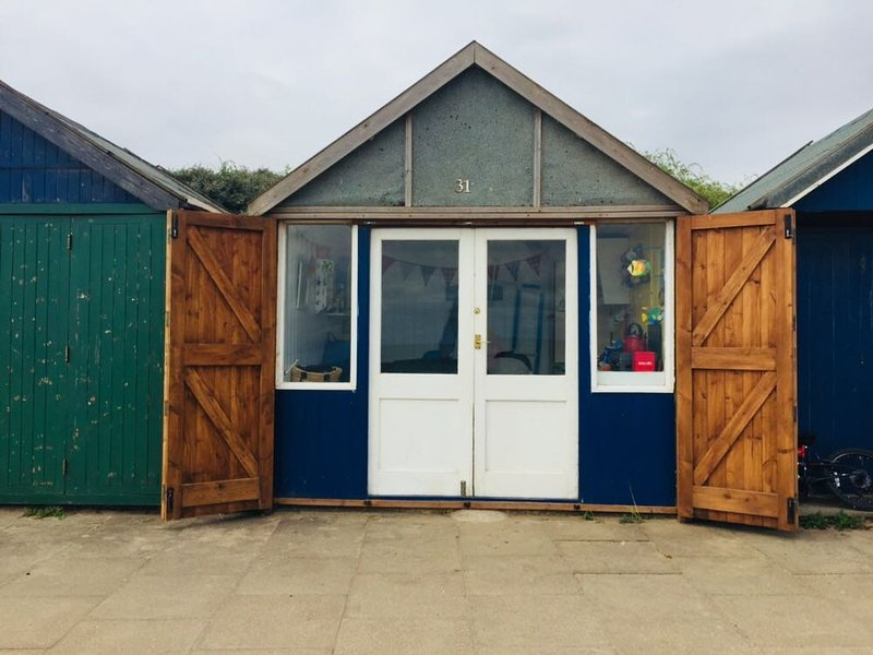 Comfy Holiday Home with Free Beach Hut Access, location de vacances à Alford