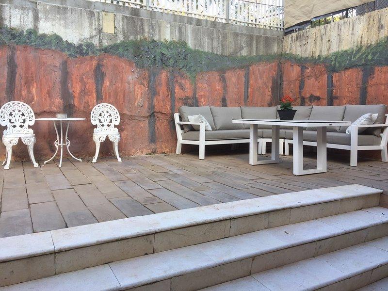 Sundeck courtyard with escarpment renderings