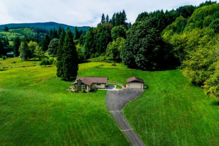 Amazing Views on Private Acres With Path to Creek,10 Min to Lake Merwin, Great B, aluguéis de temporada em Saint Helens