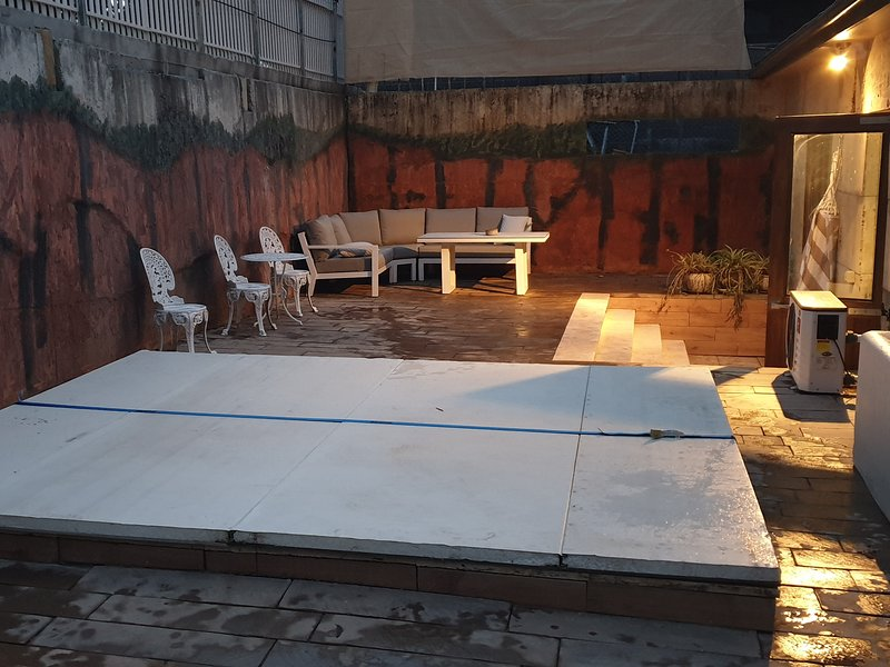 Hot tub courtyard for an evening under the stars.