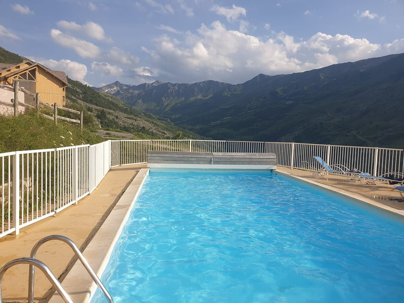 Nice apartment with shared pool, location de vacances à Valmeinier