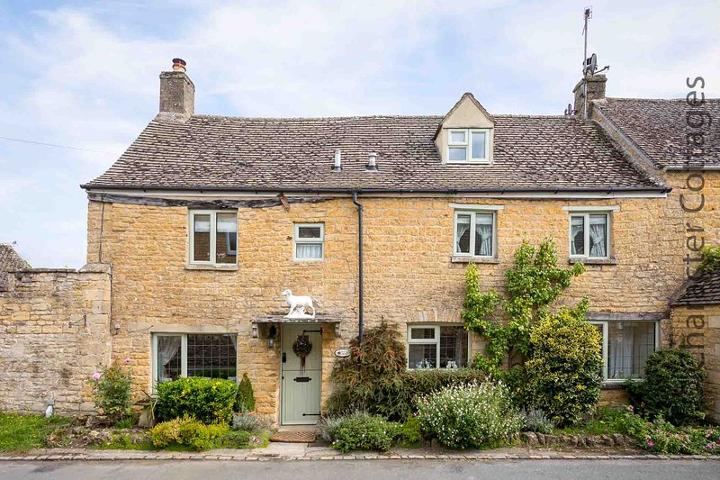 Pear Tree Cottage is a traditional cottage, built from the local limestone, casa vacanza a Bourton-on-the-Water