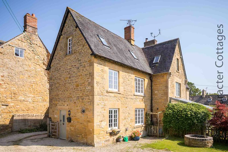 Quaint End is a traditional Cotswold stone cottage, dating back to 1840, holiday rental in Paxford
