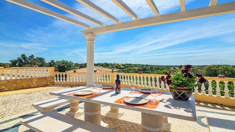 Branqueira Villa Sleeps 8 with Pool - 5812216 – semesterbostad i Branqueira