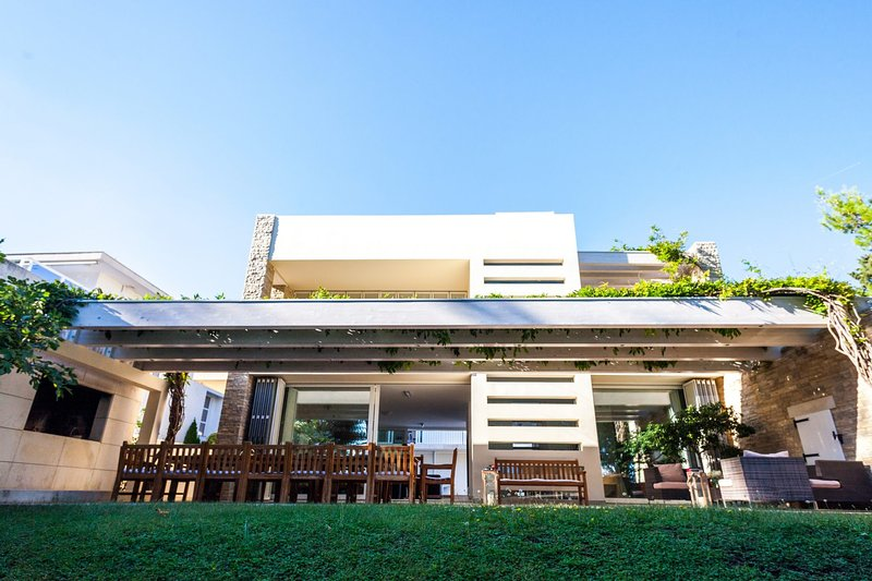 Bol Villa Sleeps 12 with Pool Air Con and WiFi - 5812188, vacation rental in Bol