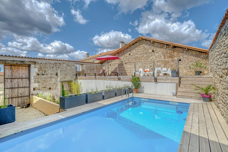 Sauvignac Villa Sleeps 12 with Pool - 5807230, holiday rental in Montguyon