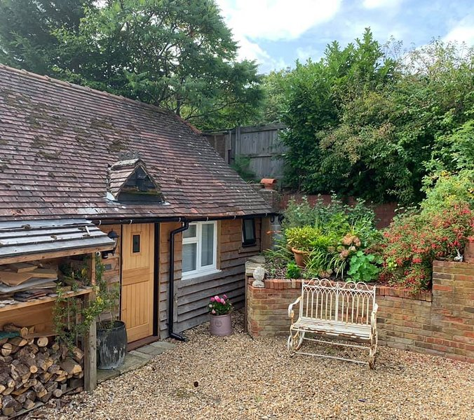 The Little Barn - Beautiful self catering conversion close to NT, Goodwood, Ferienwohnung in Surrey