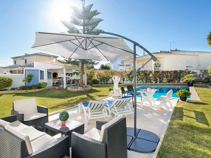 Armacao de Pera Villa Sleeps 6 with Pool and Air Con - 5812215, casa vacanza a Pera