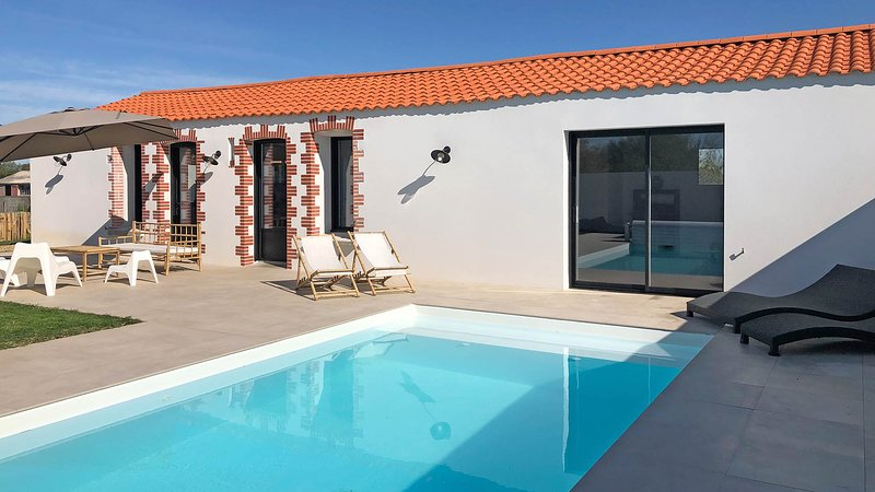 Villa with private heated pool near beaches, at Bretignolles sur mer, vacation rental in Vaire