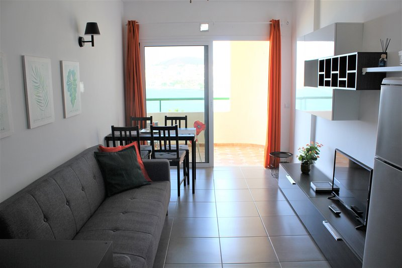 Lovely apartment & nice seaviews Los Cristianos, holiday rental in Los Cristianos