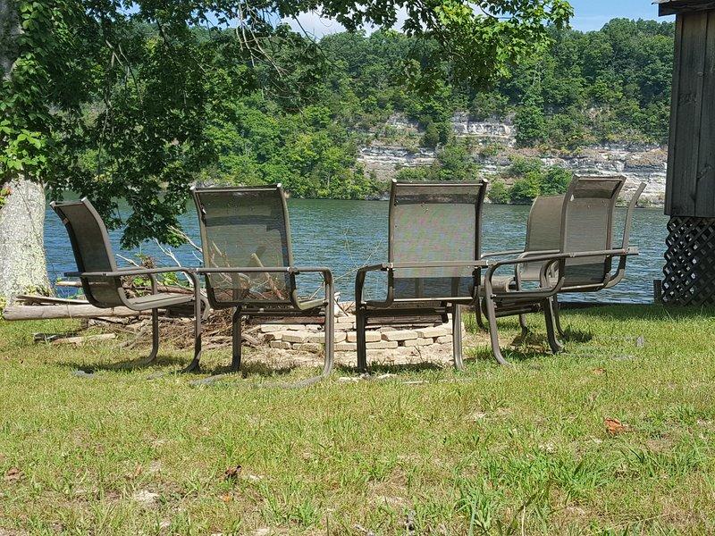 Claytor Lake Waterfront - near VT and Radford, location de vacances à Radford