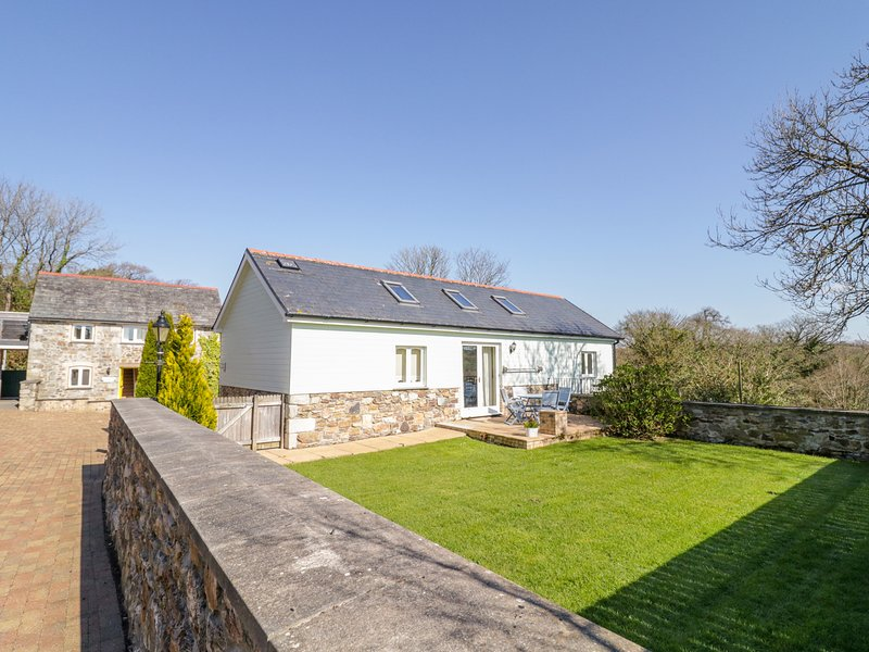 FORGET-ME-NOT, balcony, private garden, gas fire, near St Columb Major, holiday rental in Talskiddy