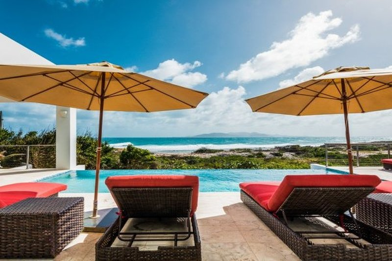 Villa Tequila Sunrise | Beach Front - Located in Exquisite Dropsey Bay with Pr, casa vacanza a East End Village