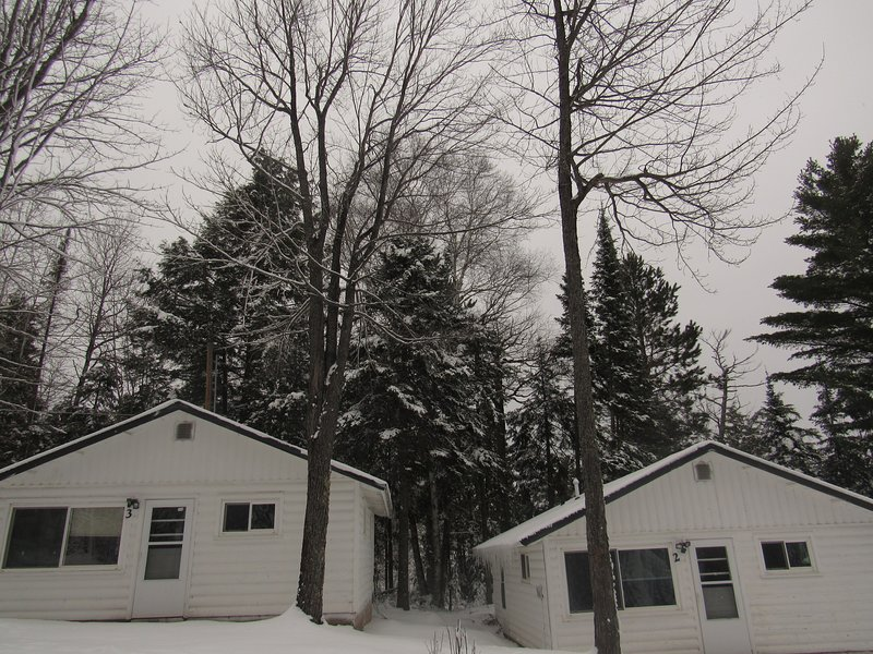 Renovated Lakeside Cottage #3, Hot tub, Fishing pier, Boats to use, snowmobiling, holiday rental in Little Lake