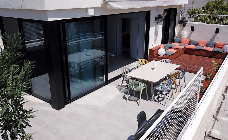 Nordau Blue | Roof-top Boutique Apartment | NEW!!!, holiday rental in Tel Aviv