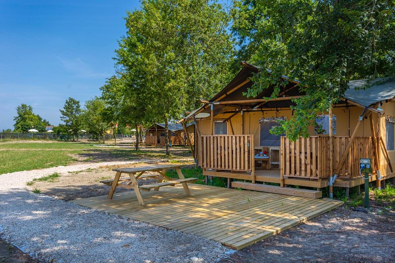 Glamping Luxury Lodge, vacation rental in Varmo