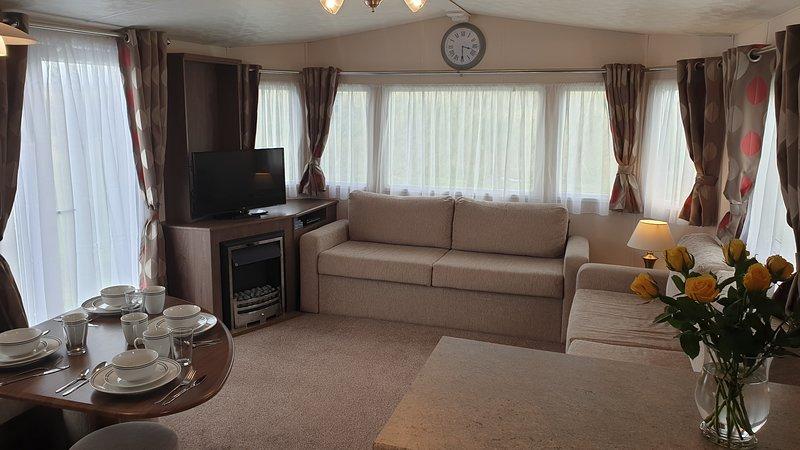 Luxury 3 bed Caravan (sleep up to 8), alquiler de vacaciones en Lossiemouth