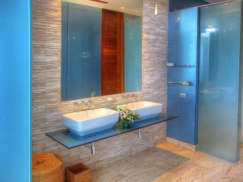 Villa Minh - Cuarto de invitados con dos baños