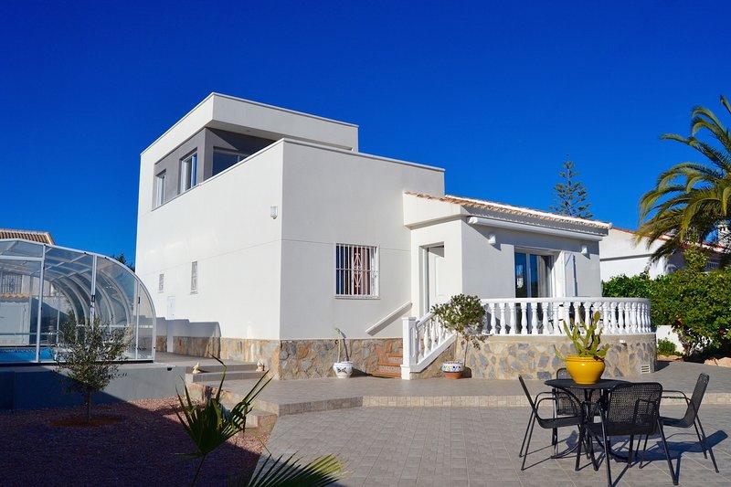 Casa Nicole Villa met privaat zwembad, vacation rental in Torrevieja