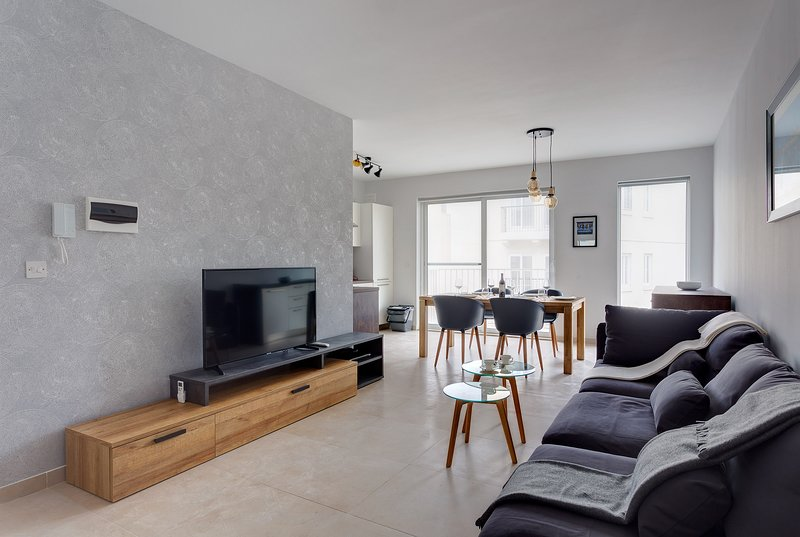 Brand New Designer Finished Apt, Central Location (ENHANCED CLEANING PROTOCOL), location de vacances à Il Gzira