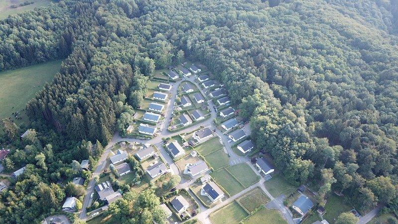 Heerlijke vakantiewoning van alle gemakken voorzien, rustige bosrijke omgeving., holiday rental in Gerolstein