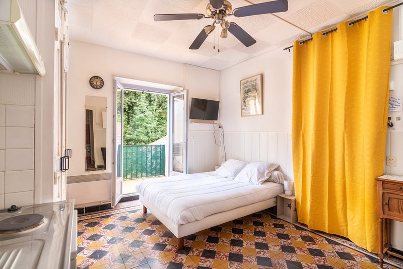 Magnifique studio vintage avec terrasse ⭐ vue verdure ⭐, location de vacances à Corsavy