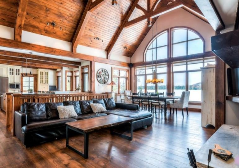 Stunning Waterfront Chalet with Incredible Views/Private Hot Tub (418262), location de vacances à Notre-Dame-de-la-Merci